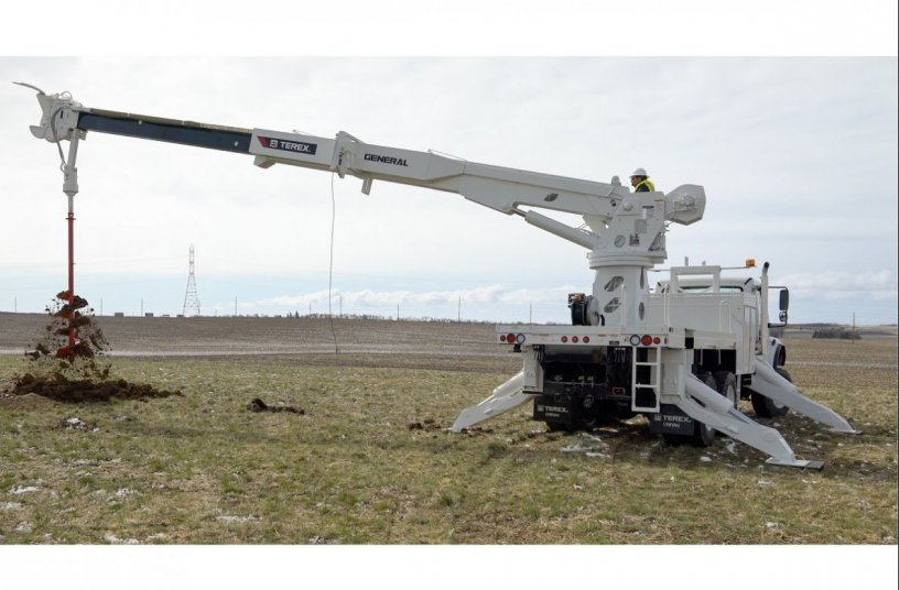 Terex Utilities introduces Strongest Digger Derrick in the Transmission Market <br>Image source: Mighty Mo Media Partners LLC; Terex Utilities