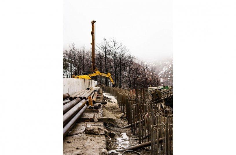 CASE Bagger beim Wiederaufbau und der Sicherung des Geländes im Einsatz <br> Bildquelle: Copestone on behalf of CASE Construction Equipment