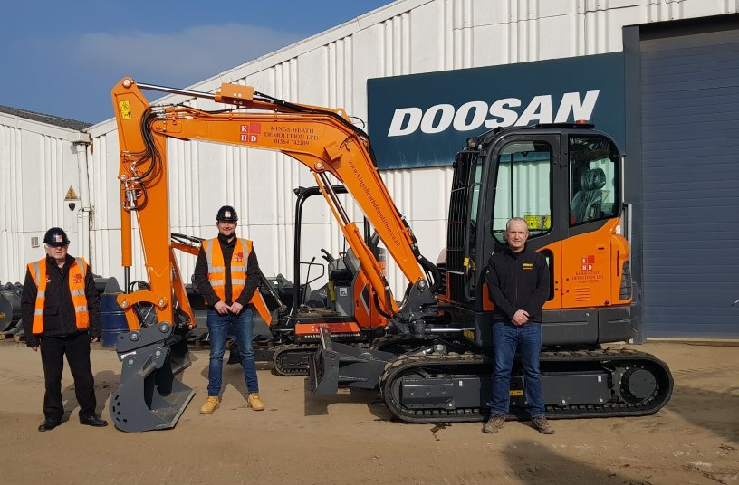 (l to r) Jim Ferran and Tony Nicholls of Kings Heath Demolition and Kevin Condon of Murley Construction <br> Image source: DOOSAN INFRACORE EUROPE s.r.o.