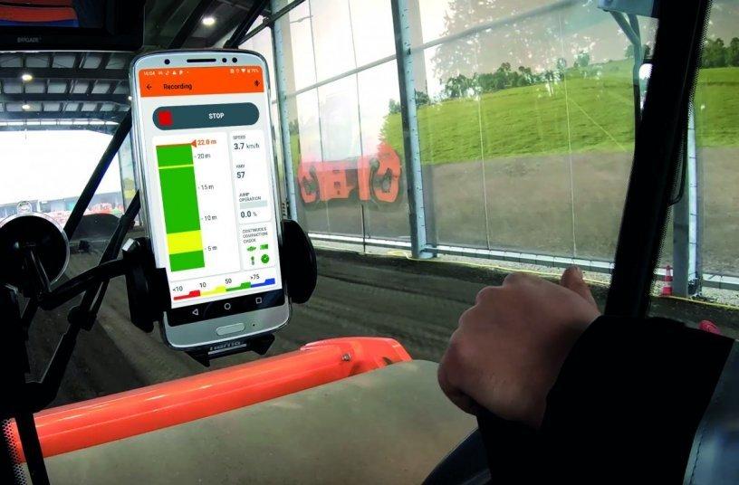 Die App Smart Doc von Hamm zeigt in Echtzeit, wie sich die Verdichtung der jeweiligen Überfahrt entwickelt. Für unerfahrene Fahrer ist sie bei der Einarbeitung eine sehr große Hilfe.
