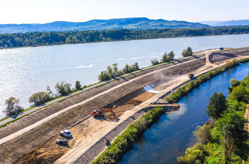 Hitachi Zaxis-7 excavator aids conservation in the Danube