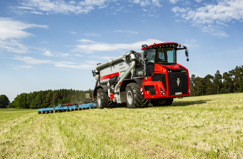 The new Terra Variant 650 with continuously variable transmission. <br>Image Source: Holmer