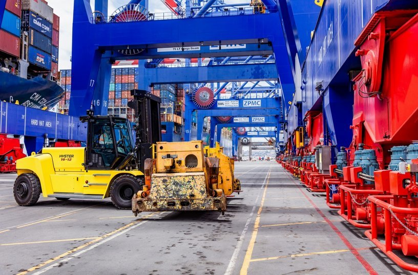 Hyster® lithium-Ion lift trucks for 10-18 tonne loads<br>SOURCE: MOLOKINI MARKETING LTD; Hyster-Yale Group, Inc.