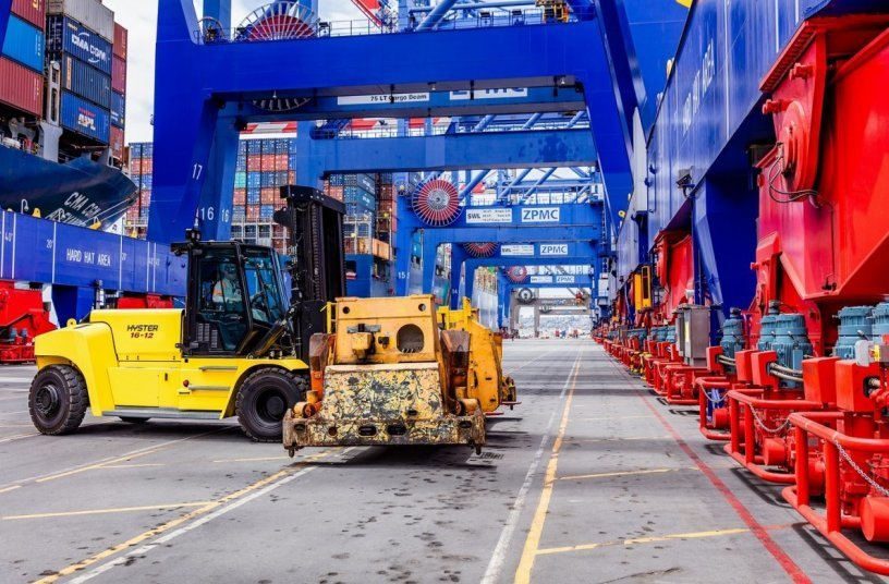 Hyster® lithium-Ion lift trucks for 10-18 tonne loads <br>Image source: MOLOKINI MARKETING LTD; Hyster-Yale Group, Inc.
