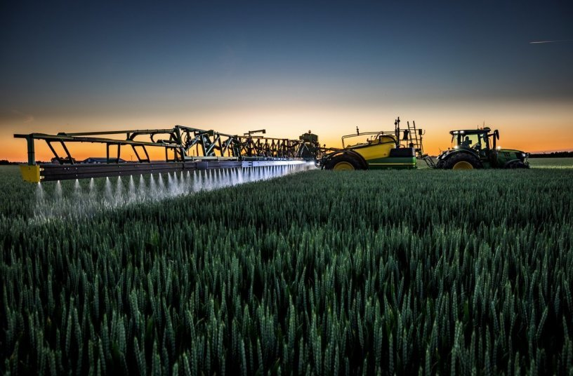 John Deere launched biggest ever trailed sprayer <br>Image source: John Deere Walldorf GmbH & Co. KG