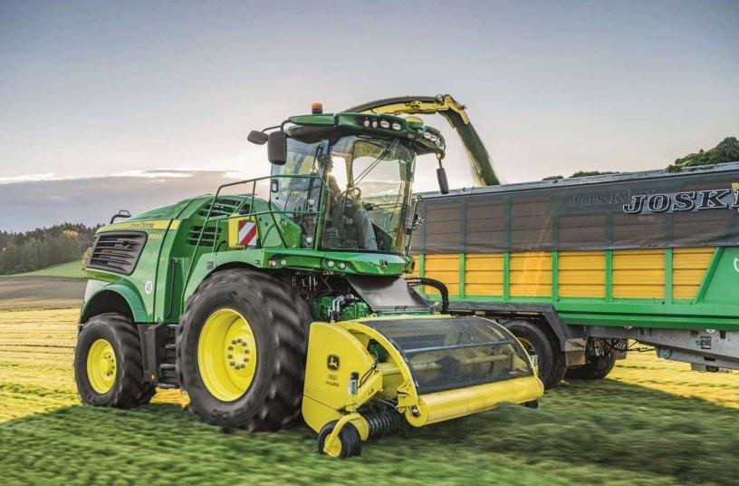 John Deere Series self-propelled forage harvester<br>IMAGE SOURCE: John Deere Walldorf GmbH & Co. KG
