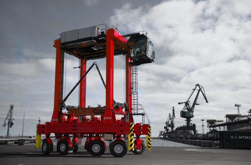 Kalmar Straddle Carrier<br>Image source: Cargotec Corporation; Kalmar