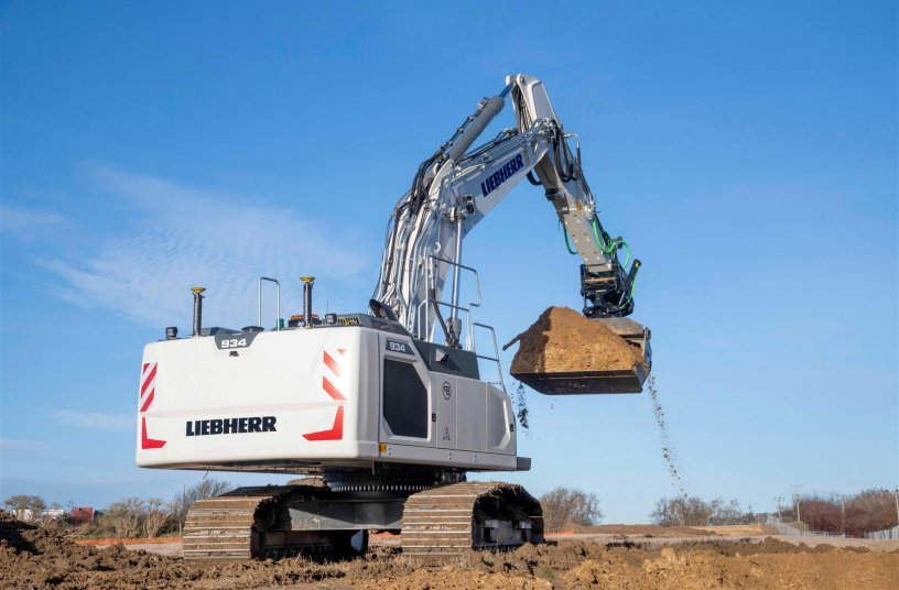 A Liebherr R 934 G8 crawler excavator, the first hydraulic excavator with a factory-fitted Leica Geosystems machine control system, has been delivered to customer Brad-Pave in Great Britain.