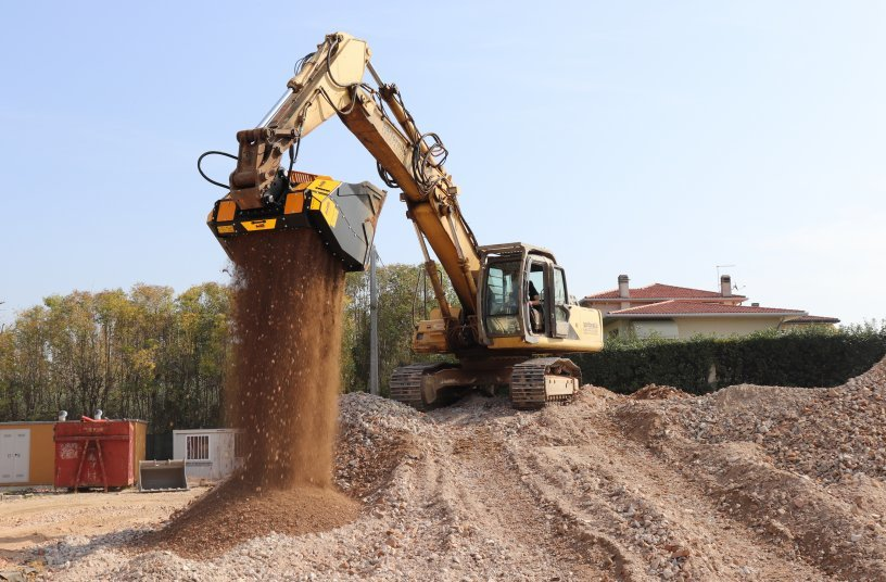 MB Crusher MB-HDS523<br>SOURCE: MB Crusher Press Office