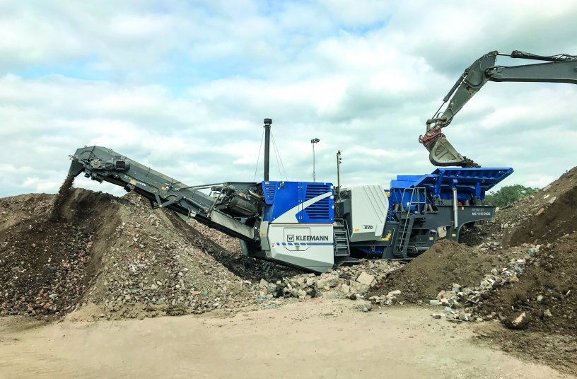 The MOBICAT MC 110(i) EVO2 is designed for the first crushing stage and is used in medium-hard to hard natural stone and in recycling.
