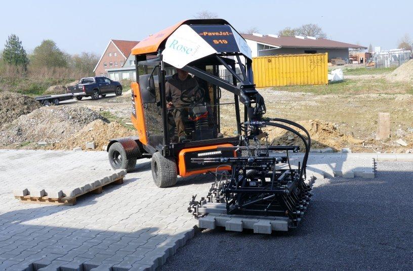 Die Optimas S 19 Pavejet Pflasterverlegemaschine macht schnelles Verlegen dauerhaft möglich. <br> Bildquelle: Optimas GmbH
