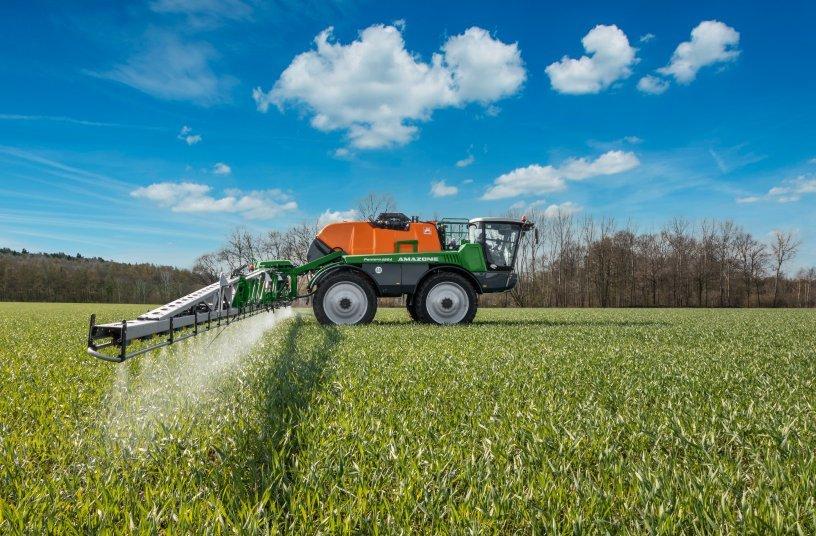 Die neue Pantera 4504 setzt hohe Maßstäbe im präzisen Pflanzenschutz und in der komfortablen Bedienung.