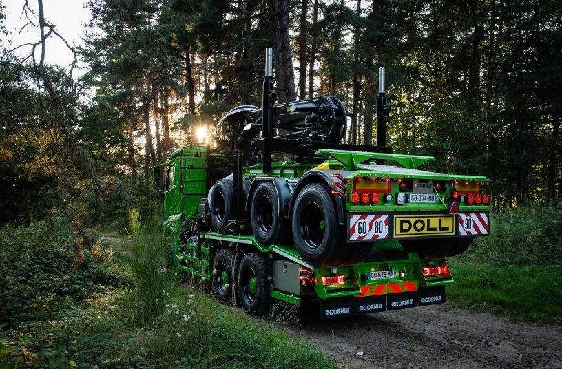 Französisch-deutsche Koproduktion: Langholzzug mit DOLL Nachläufer, aufgebaut bei Cornut. <br> Bildquelle: Doll Fahrzeugbau GmbH