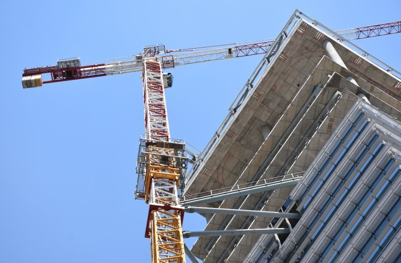 """Potain MD 365 and MD 208 construct Italy's first zero-energy skyscraper, the GIOIA 22 """"Shard of Glass"""""""