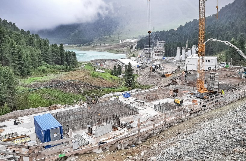 The high alpine construction site in the Stubai Alps.<br>IMAGE SOURCE: SBM Mineral Processing GmbH