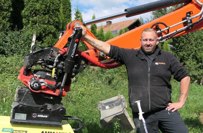 Jürgen Steininger, Geschäftsführer der Steininger Pflasterbau GmbH, würde den  Rototilt jederzeit wieder kaufen. <br> Bildquelle: Rototilt GmbH