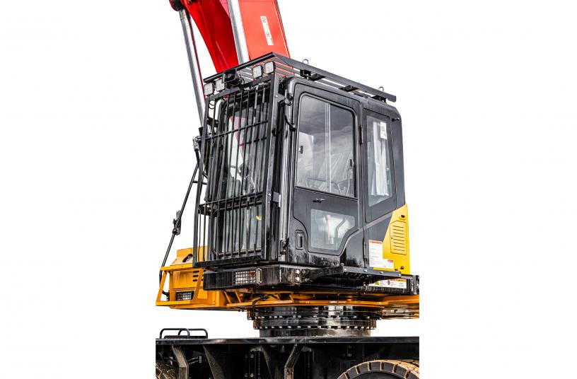 Die komfortable Fahrerkabine lässt sich hydraulisch auf bis zu 6,12 m (Augenhöhe Bediener) ausfahren und erlaubt so immer eine optimale Sicht auf die Arbeitsumgebung. <br> Bildquelle: SANY Europe GmbH
