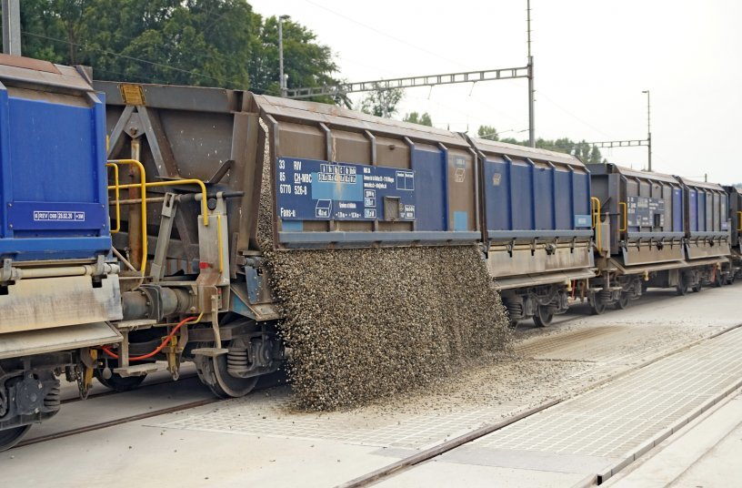 The delivery of the crushed raw aggregates by block train will also enable sustainable supra-regional supply in the future. <br> Image source: SBM Mineral Processing GmbH