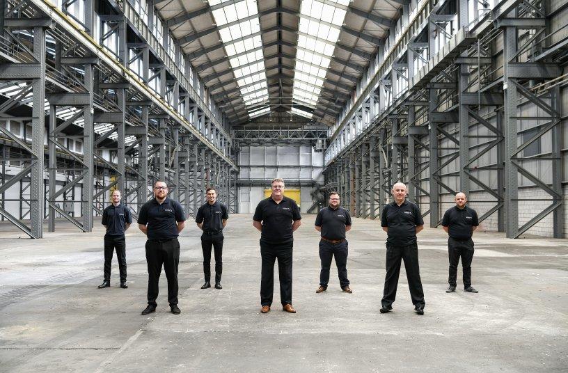 Paul Avery (Mitte) steht mit seinem Produktions-Team in den Startlöchern. <br> Bildquelle: Schmitz Cargobull AG