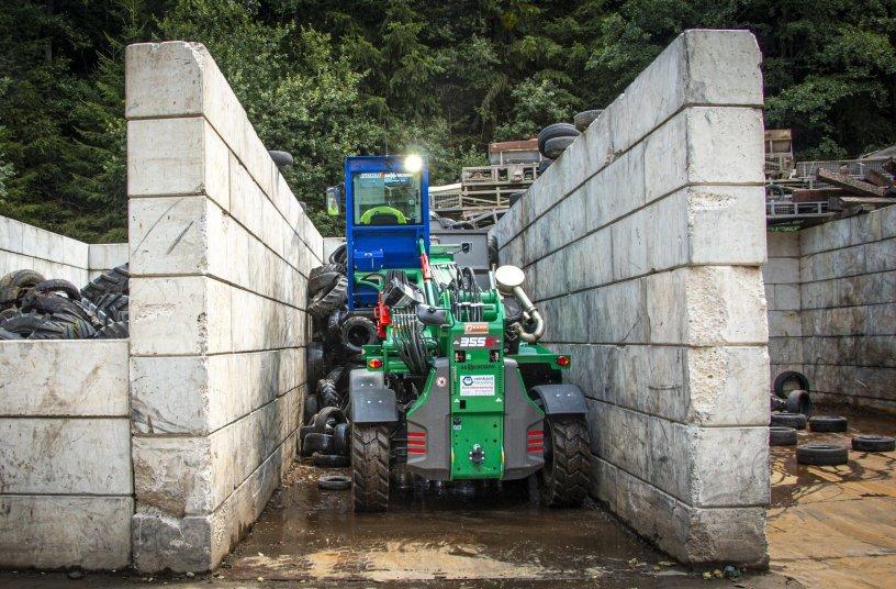 Expert in narrow sorting boxes – The SENNEBOGEN 355 E telehandler transporting used tires
