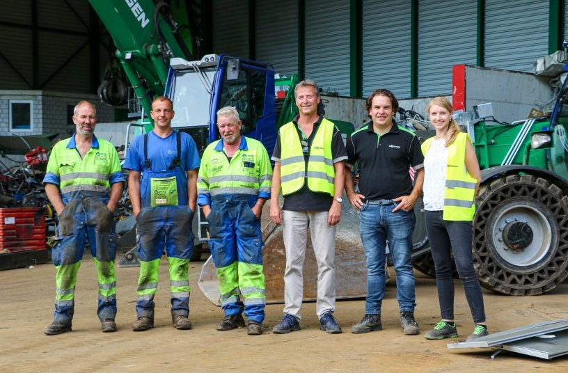 Reinhard Recycling AG's team has relied on the consultation and service of Kuhn and SENNEBOGEN for many years (from left): The two machine operators Peter Walthert and Christian Siegenthaler next to Managing Director Fritz Blaser (Reinhard Recycling AG), Adrian Stauffer and Heinz Gerber (Kuhn Schweiz AG) and Kerstin Wabner (SENNEBOGEN Maschinenfabrik GmbH)