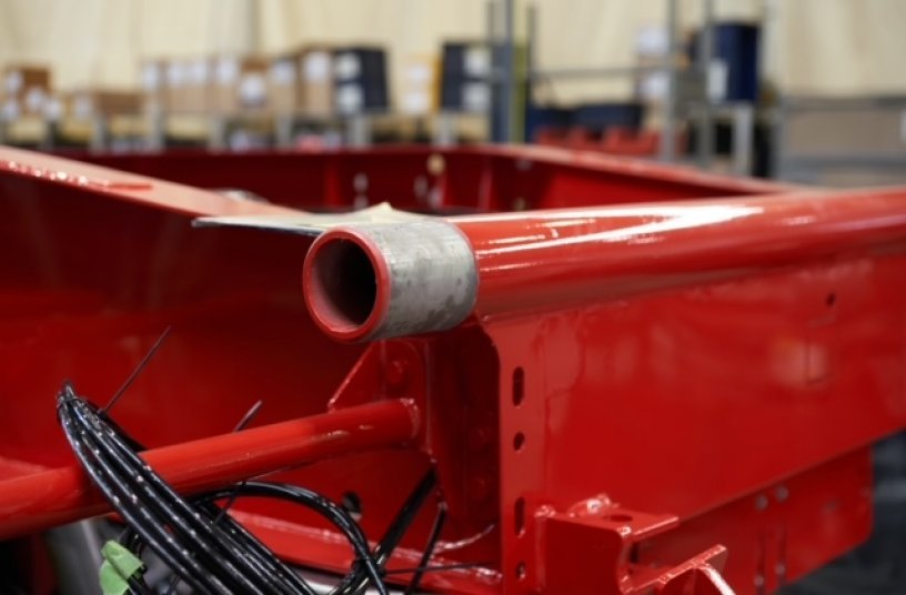 Das neue Kipprohr aus Hardox® wiegt 20 kg weniger als die vorherige Lösung.