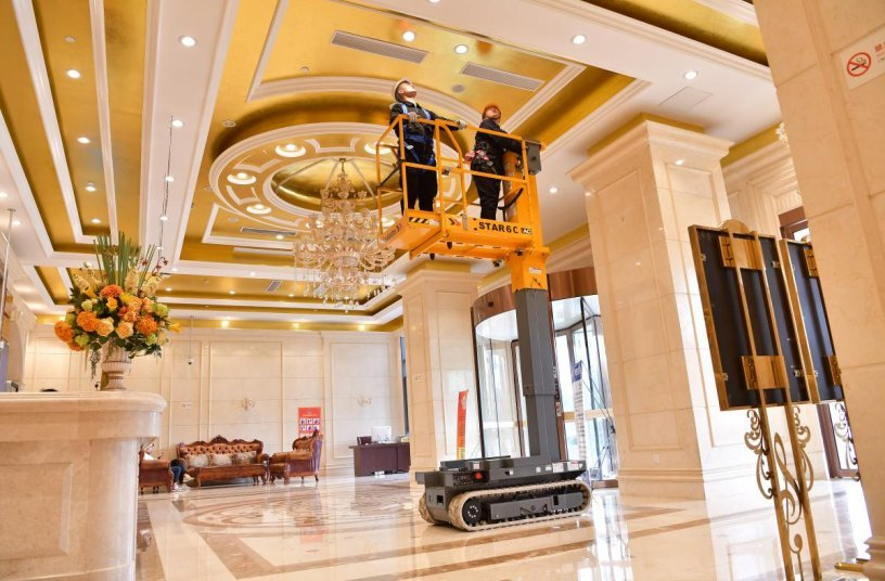 Versatile, the STAR 6 Crawler vertical mast can operate both indoor and outdoor <br> Image source: Haulotte Group