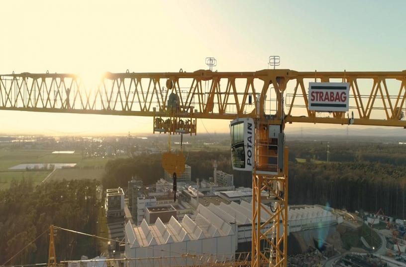 Strabag setzt größten jemals gebauten Potain-Topless-Turmdrehkran MDT 809 für den Bau der Teilchenbeschleunigeranlage FAIR in Deutschland ein<br> Bildquelle: MANITOWOC COMPANY, INC.
