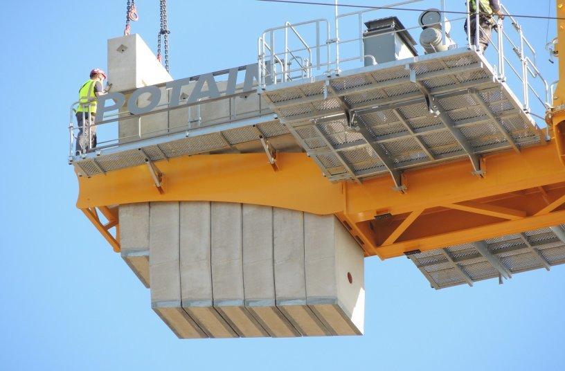 Strabag setzt größten jemals gebauten Potain-Topless-Turmdrehkran MDT 809 für den Bau der Teilchenbeschleunigeranlage FAIR in Deutschland ein <br> Bildquelle: MANITOWOC COMPANY, INC.