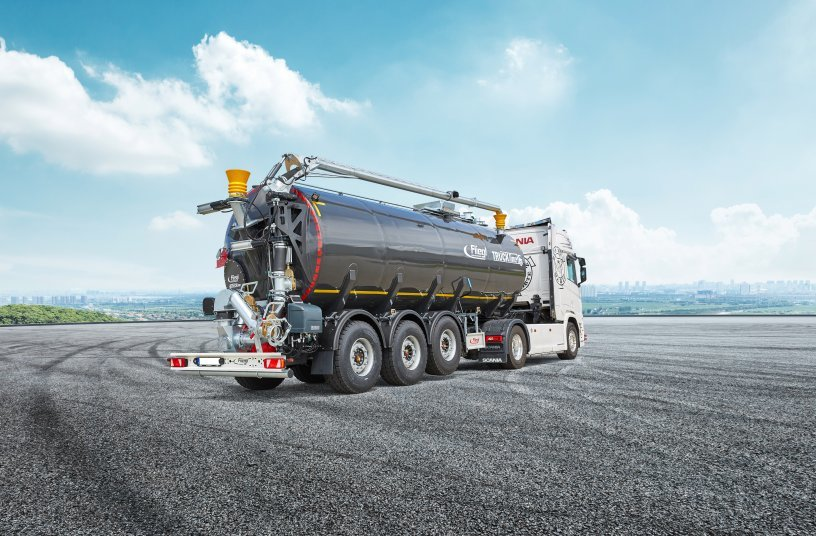 Slurry logistics in a class of its own - with the Fliegl STF 30000 Truck Line Top semi-trailer transport tanker<br>IMAGE SOURCE: Fliegl Agrartechnik GmbH