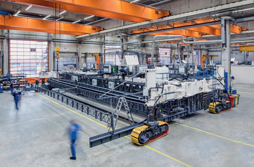 'The modified paver is now capable of paving at a width of 18.75 metres. In addition, we also extended the TCM 180 texture curing machine to this width.' Dr Michael Engels, Team leader R&D slipform paving, Wirtgen GmbH <br> Image source: WIRTGEN GROUP