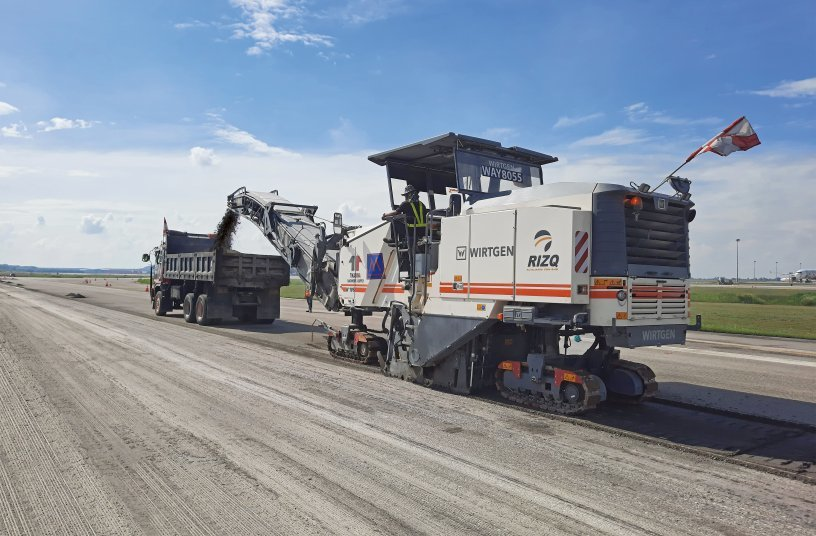 The W 195 large milling machine's engine can be operated at three different milling drum speeds to optimize fuel consumption.<br>SOURCE: WIRTGEN GROUP