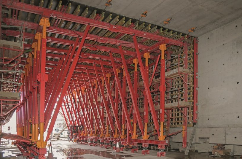 The 160 m long tunnel was cast monolithically in a total of nine sections - with only one VTC Tunnel Formwork Carriage.<br>IMAGE SOURCE: PERI GmbH