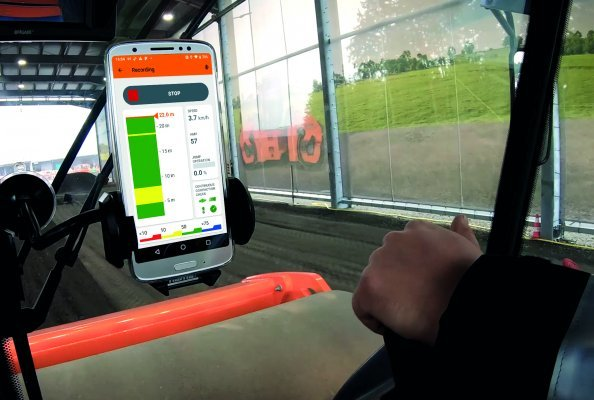 Hamm's Smart Doc app shows in real time how the compaction of the respective transit develops. For inexperienced operators, it is a great help when it comes to training.