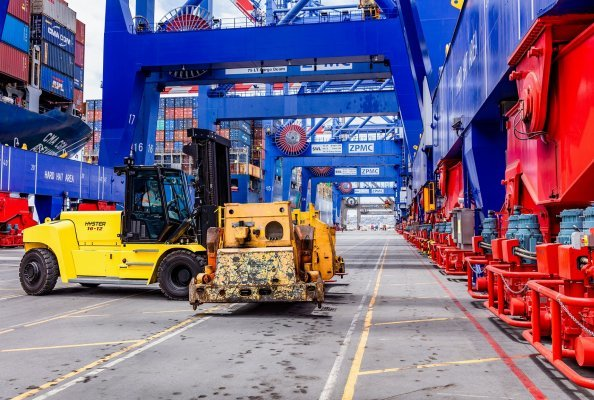 Hyster® lithium-Ion lift trucks for 10-18 tonne loads
