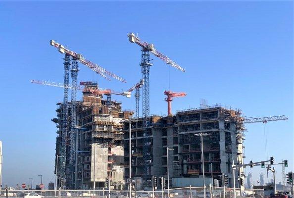 Raimondi flattop tower cranes put to work for Qatari mega project