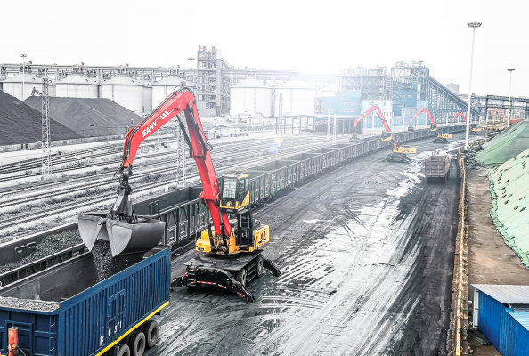 Powerful engine and long reach – the new SANY material handlers really get things done.