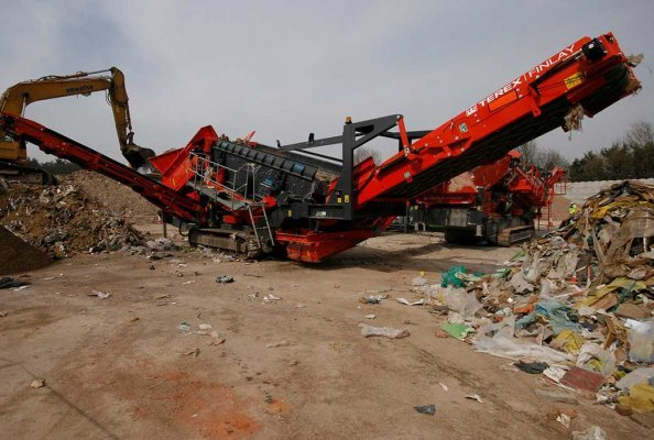 The NEW Terex Finlay 883 Spaleck