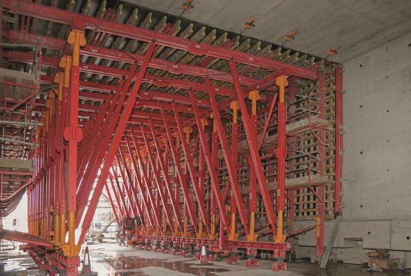 The 160 m long tunnel was cast monolithically in a total of nine sections - with only one VTC Tunnel Formwork Carriage.