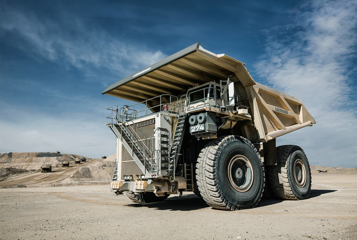 Based on the proven design of the Liebherr T 284, the T 274 offers the customer an incomparable performance.  <br>Image source: Liebherr Mining Equipment Newport News Co.